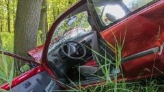 Trzy osoby ranne po uderzeniu osobówki w drzewo – raport nowodworskich służb mundurowych.