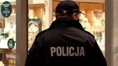 Malbork. Mimo luzowania obostrzeń, policjanci nadal na straży walki z koronawirusem.