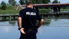 Pamiętaj o bezpiecznym wypoczynku nad wodą – policja apeluje o rozwagę.
