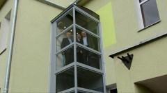 Stare Pole. Urzędowa winda oddana do użytku dla petentów.