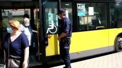 Policjanci apelują – wakacje nie zwalniają z przestrzegania obostrzeń sanitarnych.