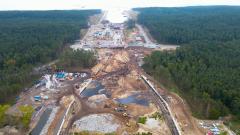Przekop Mierzei Wiślanej. Budowa kanału żeglugowego raport lotniczy w 4K - sierpień 2021