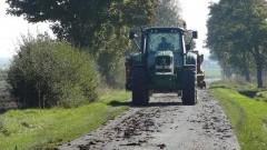 Policjanci przypominają o obowiązku czyszczenia ogumienia w maszynach rolniczych, budowlanych przed wyjazdem na drogę – 30.10.2015