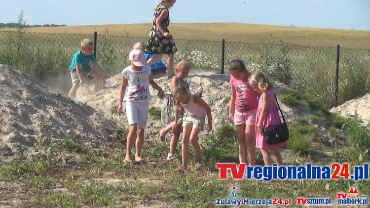 Czerwony Dwór: Mieszkańcy walczą z gminą o plac zabaw, a go jak nie było tak nie ma! - 15.07.2016