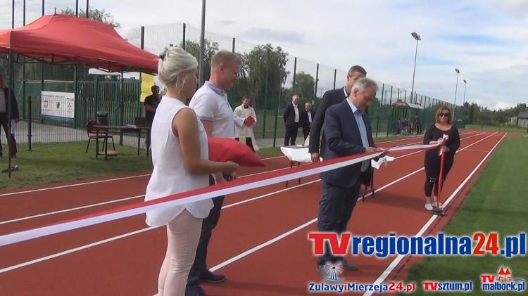 Stadion w Nowym Stawie oddany do użytku. Obiekt kosztował 1,5 mln zł. Grom Nowy Staw pokonał Gedanię Gdańsk 2:0 w meczu pierwszej kolejki IV ligi - 06.08.2016