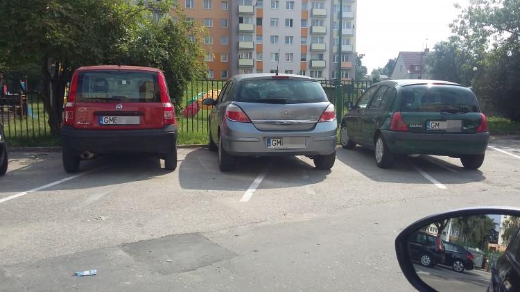 Skośnie czy prostopadle? - trudna sztuka parkowania przy ulicy Jagiellońskiej w Malborku – 11.08.2017