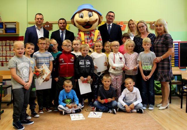 Gmina Miłoradz : Prezenty dla dzieci na początek roku szkolnego - 05.09.2017