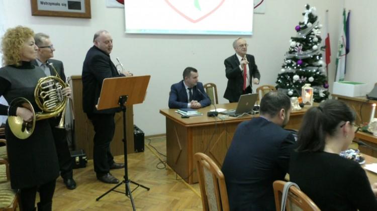 Przyjęcie budżetu oraz spotkanie opłatkowe. XLV sesja Rady Gminy Nowy Staw – 19.12.2017