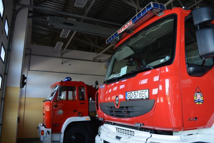 Dachowanie i kolejny pożar tego samego pustostanu, przymarźnięty łabędź, czyli raport straży pożarnej. - 05/11.02.2018