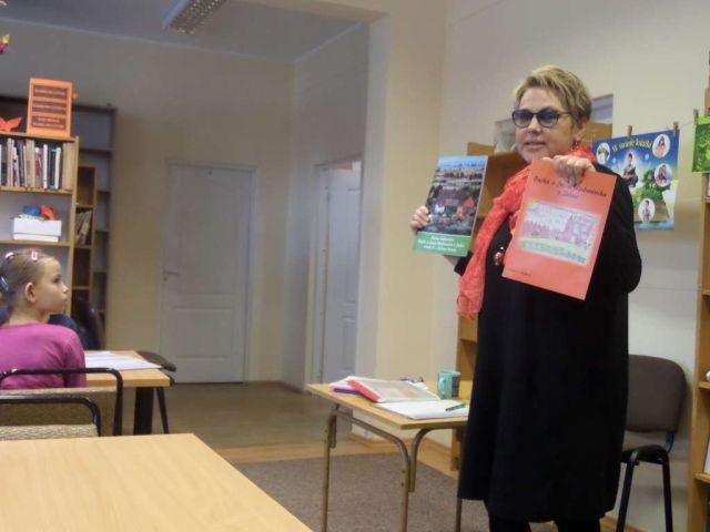 Zapraszamy na bajkowe spotkania z pisarką Martą Falkowską w pedagogicznej bibliotece w Malborku