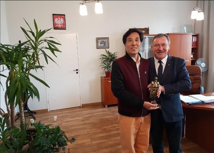 Wizyta rektora Uniwersytetu Ekonomicznego w Pekinie w malborskim magistracie