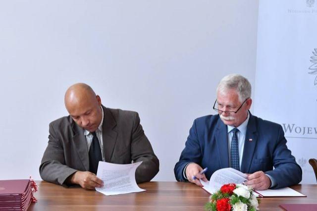 Wójt Gminy Sztutowo podpisał umowę o udzielenie dotacji celowej na budowę, przebudowę i remont dróg gminnych.