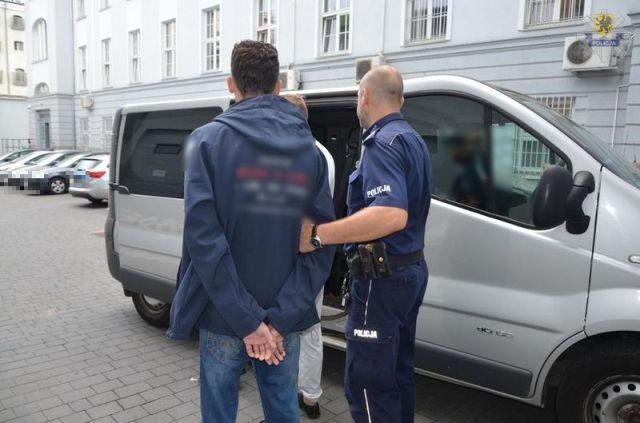 Z kanapy do aresztu. 35-latek nie zdążył wynieść łupu wartego ponad 7 tys. zł, bo...zasnął!