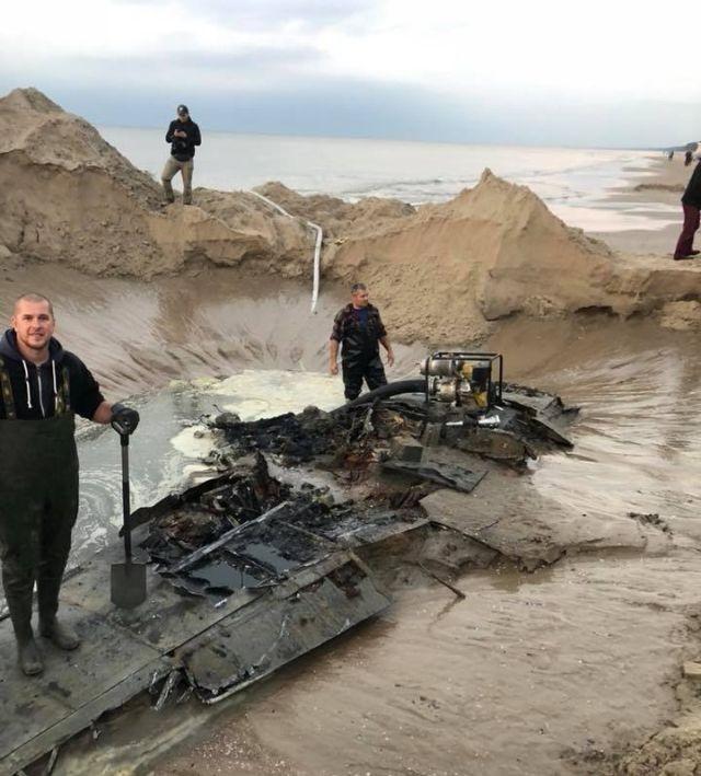 Niemiecki myśliwiec Messerschmitt Me-109 G znaleziony na plaży w Stegnie.