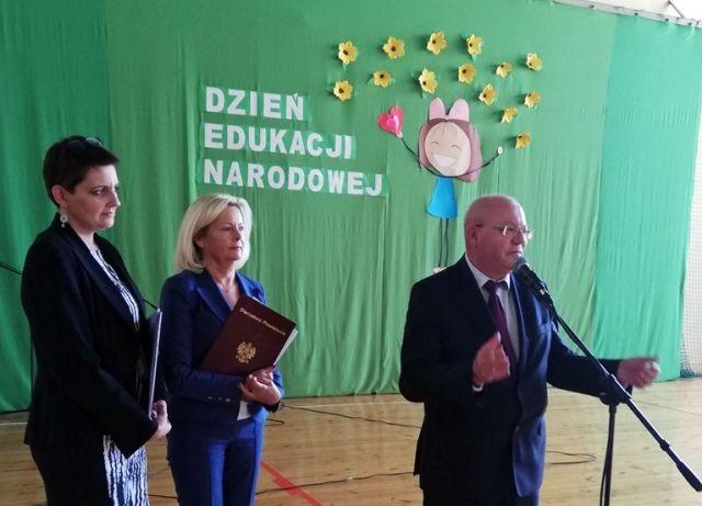 Starosta Malborski wziął udział w niezwykłym spektaklu z okazji Dnia Edukacji Narodowej.
