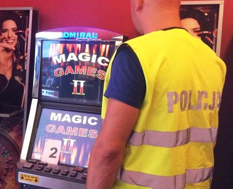 Malbork. Narkotyki i 7 nielegalnych automatów do gier. Wspólna akcja policji i funkcjonariuszy celno-skarbowychn na Sienkiewicza