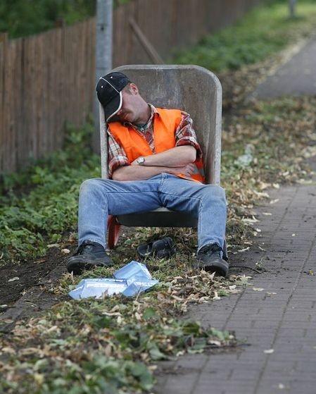 Setna rocznica 8 – godzinnego dnia pracy w Polsce.