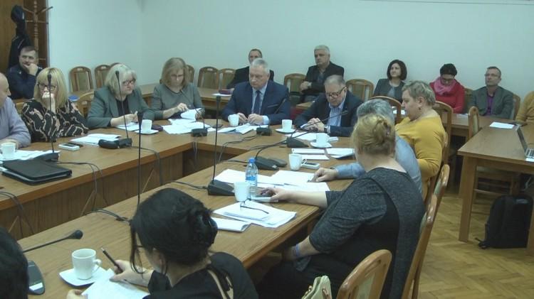 Radni ustalili wynagrodzenie burmistrza. II Sesja Rady Miejskiej w Nowym Stawie. [retransmisja]