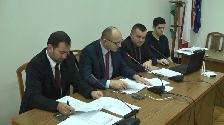 Radni testowali nowy system do głosowania. III nadzwyczajna Sesja Rady Miejskiej w Nowym Stawie. (Retransmisja nagrania)