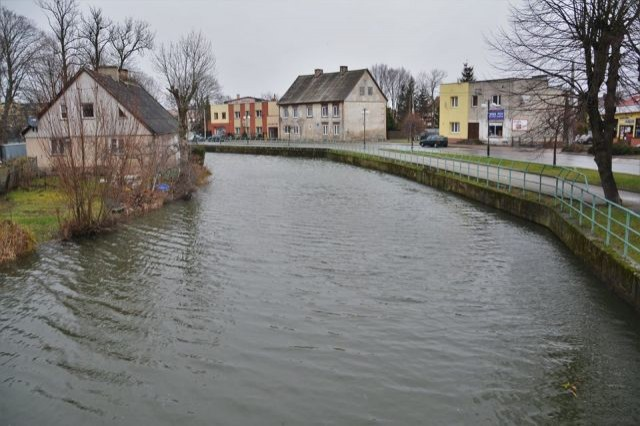 Nowy Dwór Gdański: Połamane drzewa, podniesiony stan wody w Tudze.