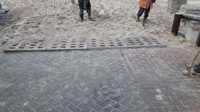 Zejście na plaże w Sztutowie naprawione, ale znak wjazdu został wyrzucony.