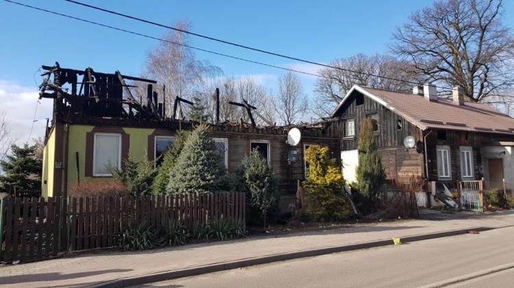 Nowy Staw: Ucierpieli w pożarze domu. Każdy z nas może pomóc pogorzelcom.