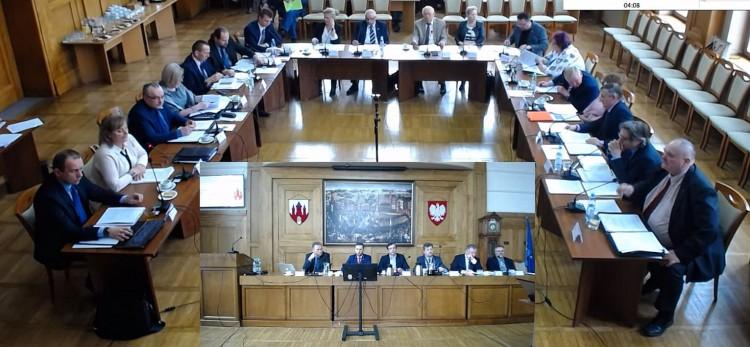 Prowokacja. VII Sesja Rady Miasta Malborka - Subiektywnym okiem radnego Adama Ilarza