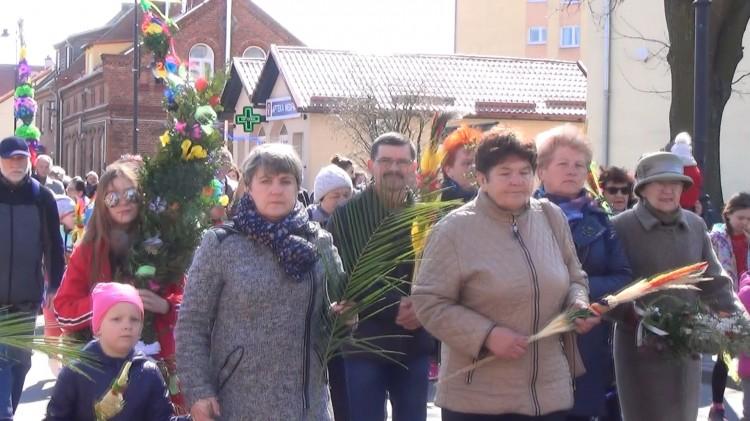 Tradycji stało się zadość – procesja Niedzieli Palmowej w Nowym Stawie.