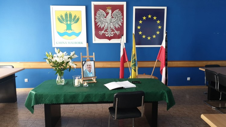 W Urzędzie Gminy Malbork wystawiono księgę kondolencyjną.