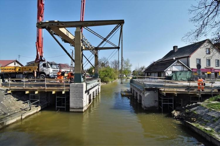 I etap wylewki betonu na moście w Nowym Dworze Gdańskim