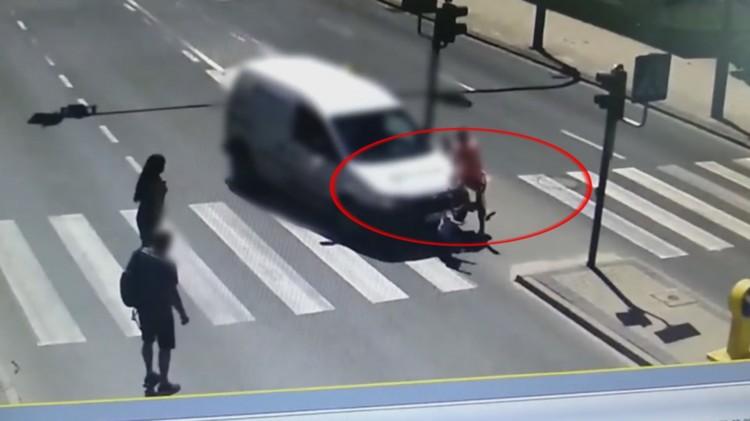 """Ku przestrodze: Kierująca wjechała """"na czerwonym"""". Matka z 5-latkiem potrąceni na przejściu dla pieszych"""