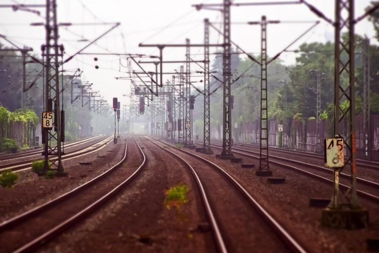 Śmiertelne potrącenie na przejeździe kolejowym w Malborku – weekendowy raport malborskich służb mundurowych.