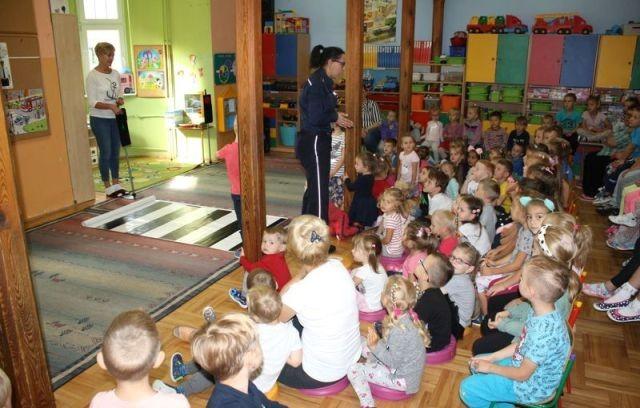 Malbork: Policjanci na zajęciach z przedszkolakami