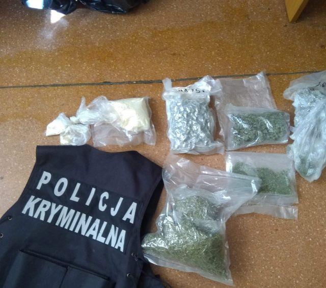 38-latek zatrzymany. Nowodworska policja zabezpieczyła prawie 2 kg narkotyków.