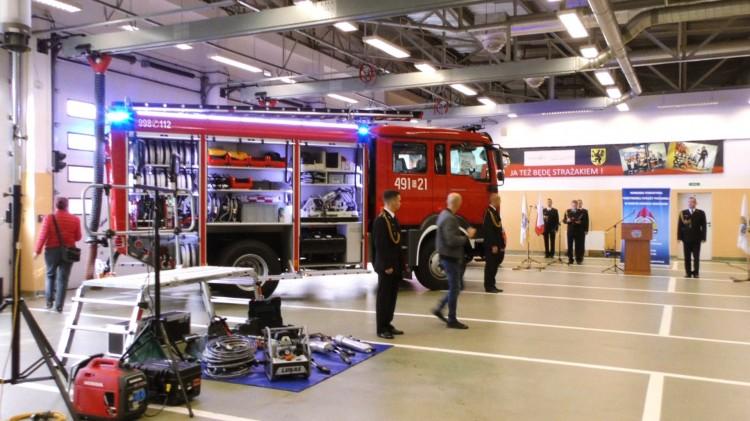 Nowy sprzęt trafił do strażaków. Pomoże głównie w zdarzeniach drogowych na S7.