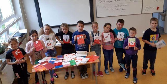 Uczniowie Szkoły Podstawowej w Sztutowie wzięli udział w kampanii BohaterON – włącz historię!