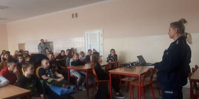 Nowy Dwór Gdański: Policjantki rozmawiały z młodzieżą o fonoholizmie