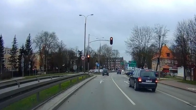 Czy kierowcom podczas jazdy brakuje wyobraźni czy cierpią na głupotę?