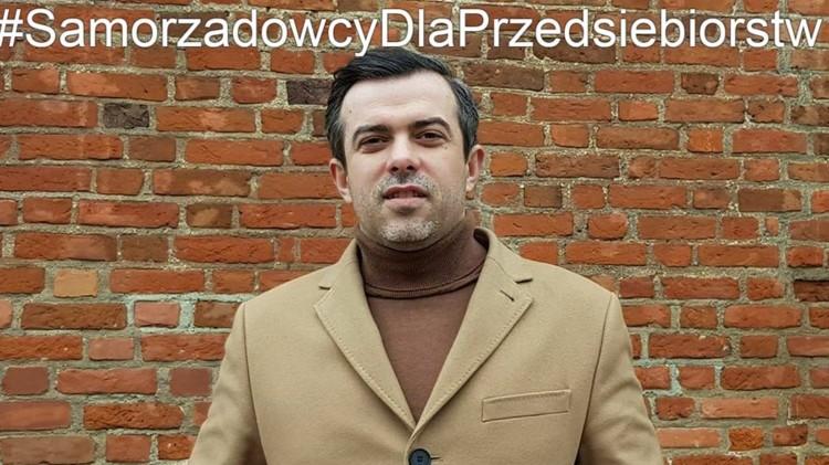 """""""Przekaż swoją dietę Radnego na rzecz lokalnej firmy"""" - zachęca malborski radny Tomasz Klonowski."""
