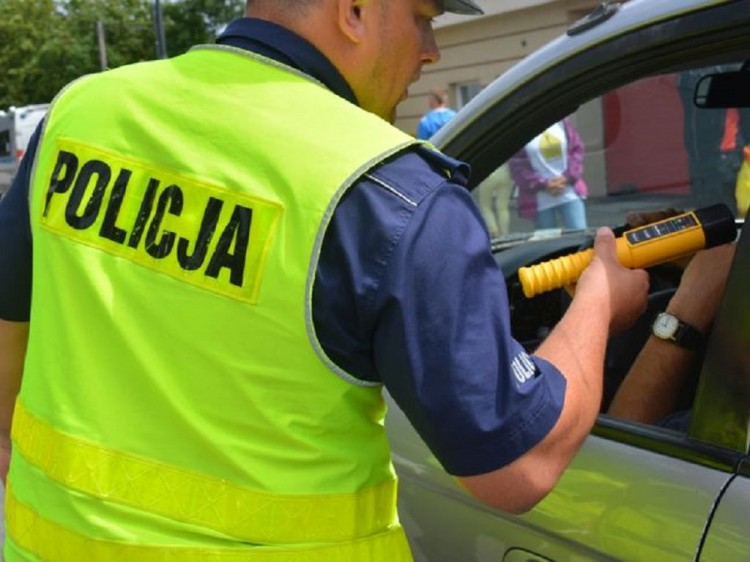 """Uwaga, kierowcy! W piątek i sobotę policyjne działania """"Alkohol i narkotyki""""."""