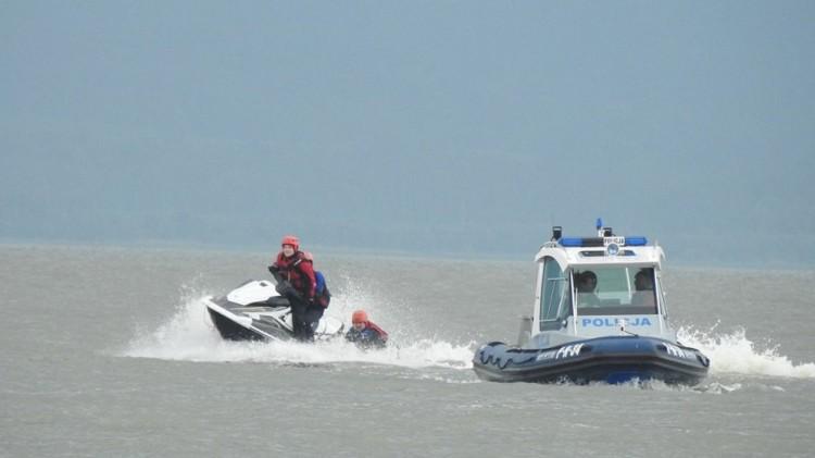 Policja apeluje – przestrzegajmy zasad bezpiecznego wypoczynku nad wodą.