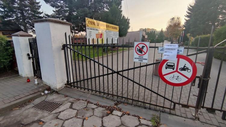 Rząd zamyka cmentarze. Zobacz Komunalny w Malborku z drona [foto i wideo]