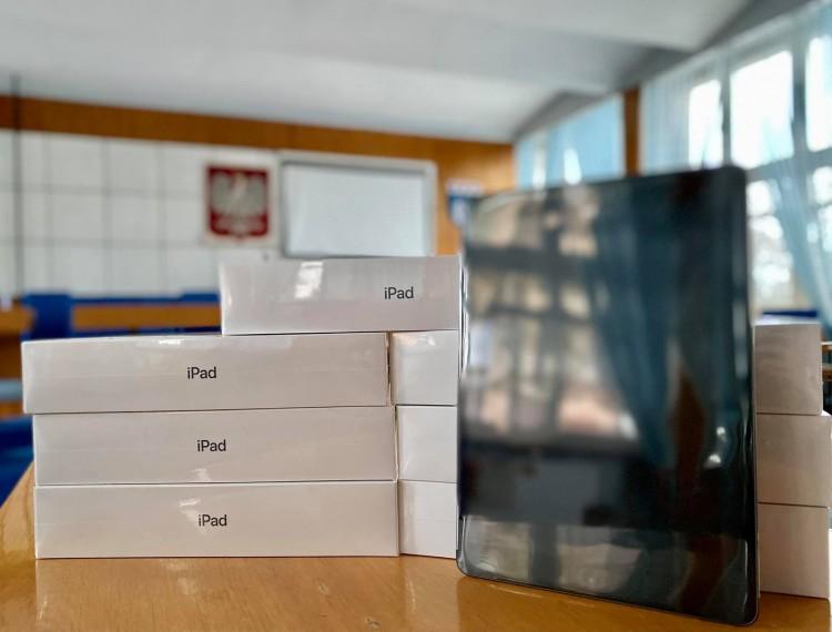 Nowy Dwór Gdański. Zakupiono tablety do zdalnej nauki dla uczniów.