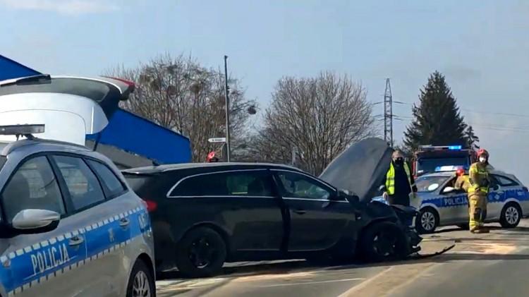 Pijany uderzył samochodem w barierki przed tunelem na de Gaulle'a – weekendowy raport malborskich służb mundurowych.