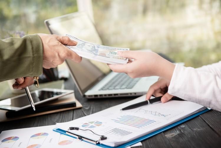 Chwilówka dla zadłużonych – co warto wiedzieć przed wysłaniem wniosku?
