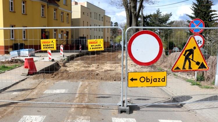 """Nowy Staw. Rozpoczęła się rewitalizacja miasta w ramach projektu """"Nowy Staw - miasto przyjazne mieszkańcom""""."""