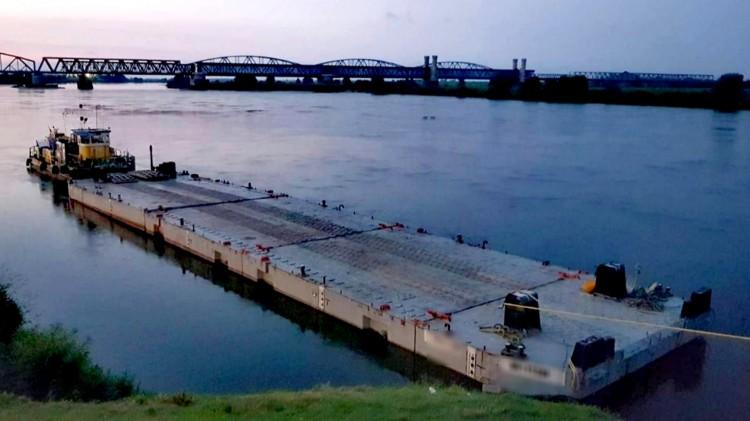 Tczew. Po pijanemu sterował barką. Pijany członek załogi wpadł do rzeki.