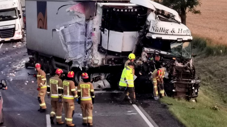 DK22. Zderzenie dwóch ciężarówek – utrudnienia w ruchu mogą potrwać jeszcze kilka godzin.