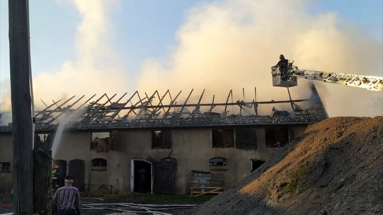 15 zastępów straży walczyło z pożarem obory w Nowym Targu – raport sztumskich służb mundurowych.