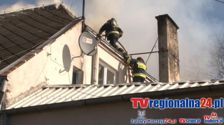 Pożar pałacu w Polaszkach. Na miejscu pracowało 10 zastępów straży pożarnej – 15.04.2016